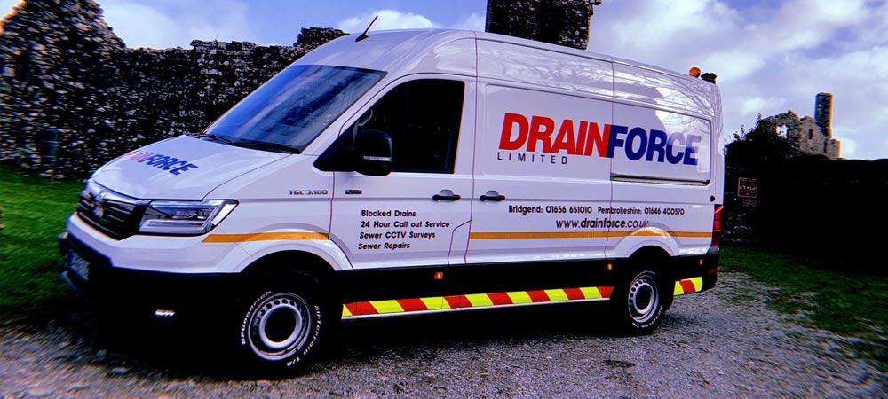 MAN TGE vans: Triple Delivery for Drainforce, Bridgend